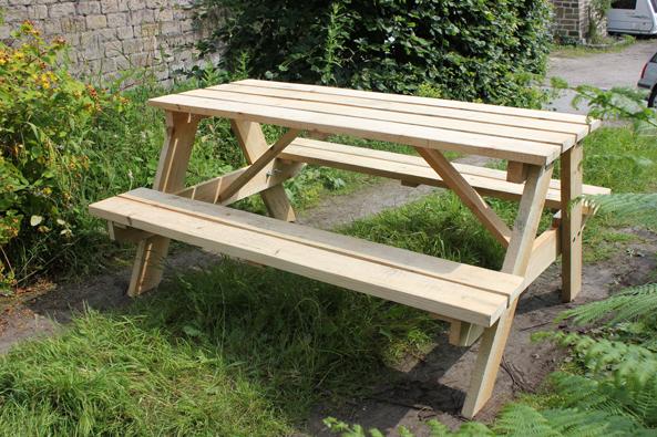 Natural wood pic nic table